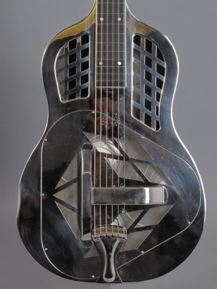 https://guitarpoint.de/app/uploads/products/1929-national-tricone-squareneck-style1/1929-National-Tricone_Style1-1531_2-432x576.jpg