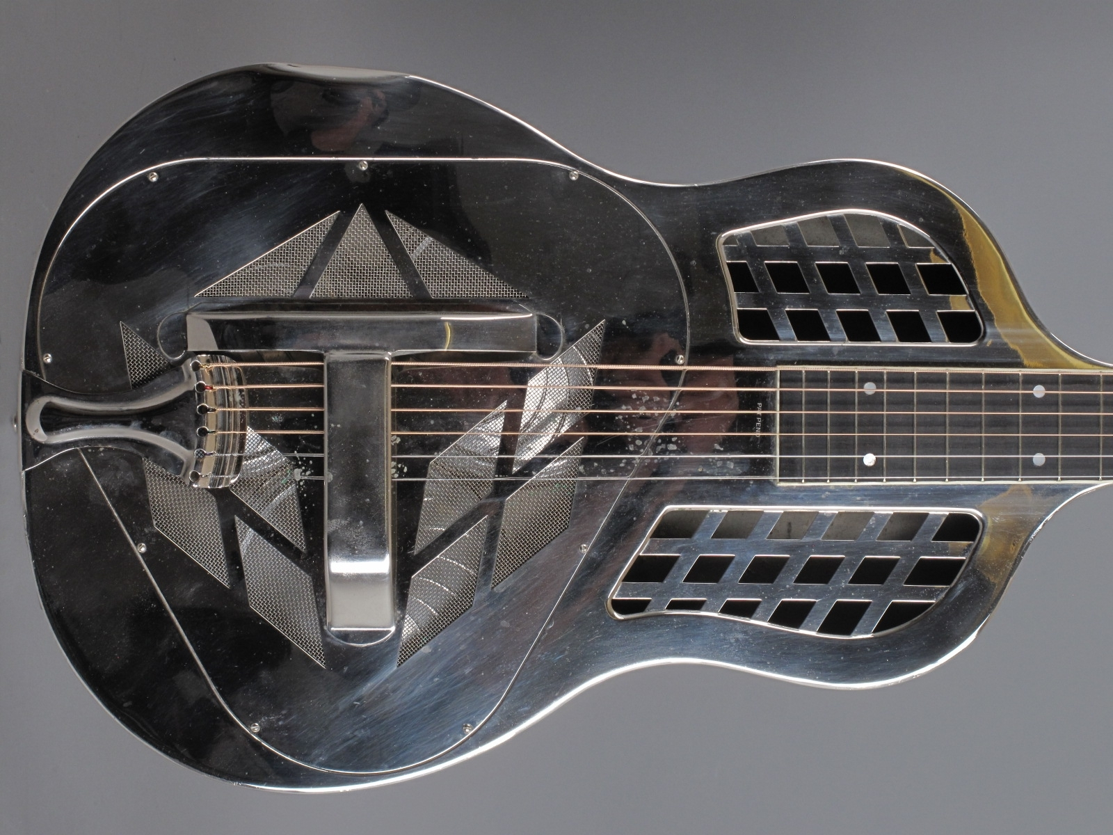 https://guitarpoint.de/app/uploads/products/1929-national-tricone-squareneck-style1/1929-National-Tricone_Style1-1531_2q.jpg