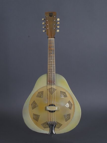 https://guitarpoint.de/app/uploads/products/1930-national-triolian-resonator-mandolin/National30TrioMando386_1-432x576.jpg