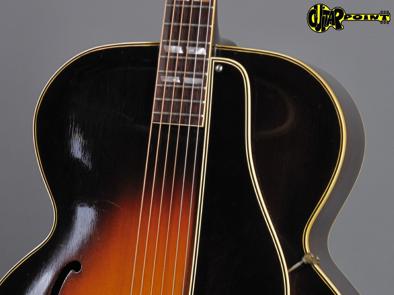 https://guitarpoint.de/app/uploads/products/1939-gibson-l-12-sunburst-incl-tweed-hardshell-case/Gibson39L12SB_94247_5.jpg