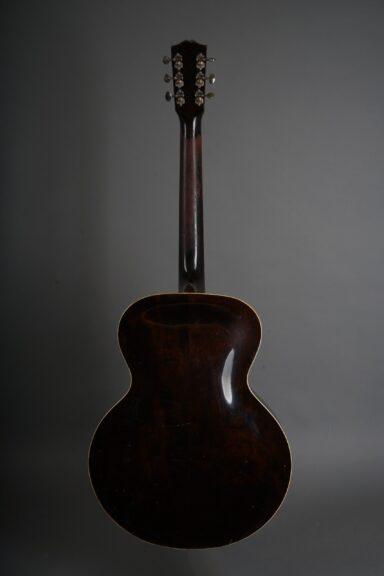 https://guitarpoint.de/app/uploads/products/1941-gibson-es-150/1941-Gibson-S-150-Sunburst-7380H-3-scaled-384x576.jpg