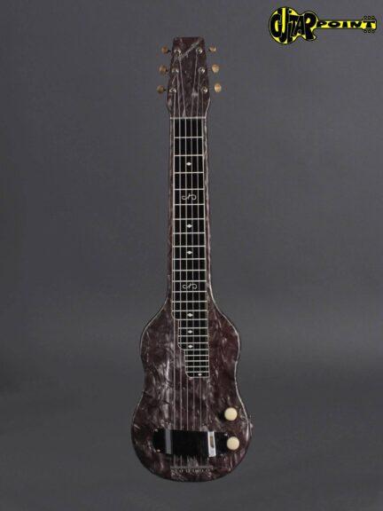 https://guitarpoint.de/app/uploads/products/1950s-magnatone-black-perloid-w-matching-tube-amp/Magnatone50LapBlk_Amp_1-432x576.jpg