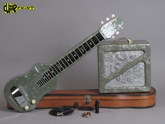 https://guitarpoint.de/app/uploads/products/1950s-magnatone-green-perloid-w-matching-tube-amp/Magnatone50LapAmp4497_4-576x432.jpg