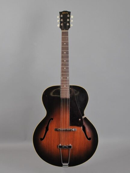 https://guitarpoint.de/app/uploads/products/1951-gibson-l-48-sunburst/1951-Gibson-L48-Sunburst-69412_1-432x576.jpg