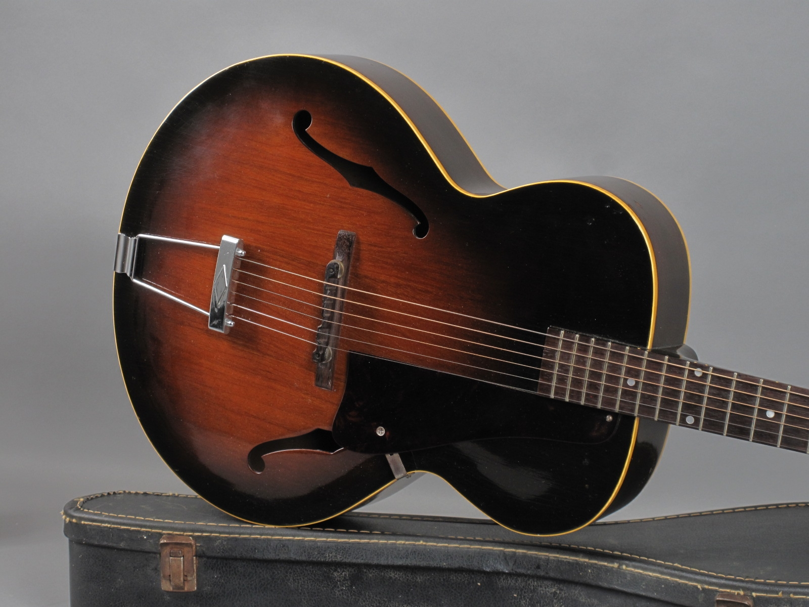 https://guitarpoint.de/app/uploads/products/1951-gibson-l-48-sunburst/1951-Gibson-L48-Sunburst-69412_19.jpg