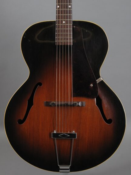 https://guitarpoint.de/app/uploads/products/1951-gibson-l-48-sunburst/1951-Gibson-L48-Sunburst-69412_2-432x576.jpg
