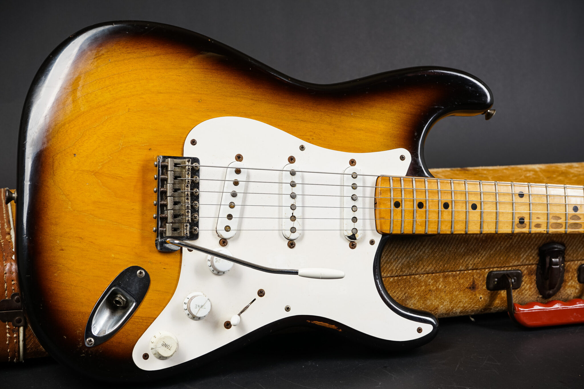 https://guitarpoint.de/app/uploads/products/1954-fender-stratocaster-0967/1954-Fender-Stratocaster-0967-9-2048x1366.jpg