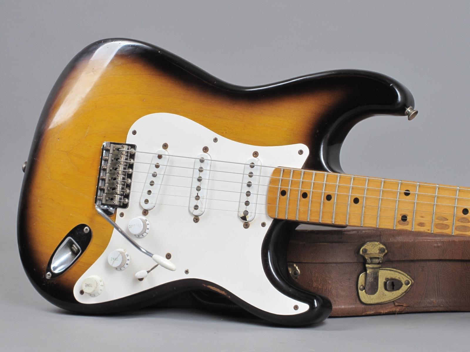 https://guitarpoint.de/app/uploads/products/1954-fender-stratocaster-0967/1954-Fender-Stratocaster-2-tone-Sunburst-0967-19.jpg