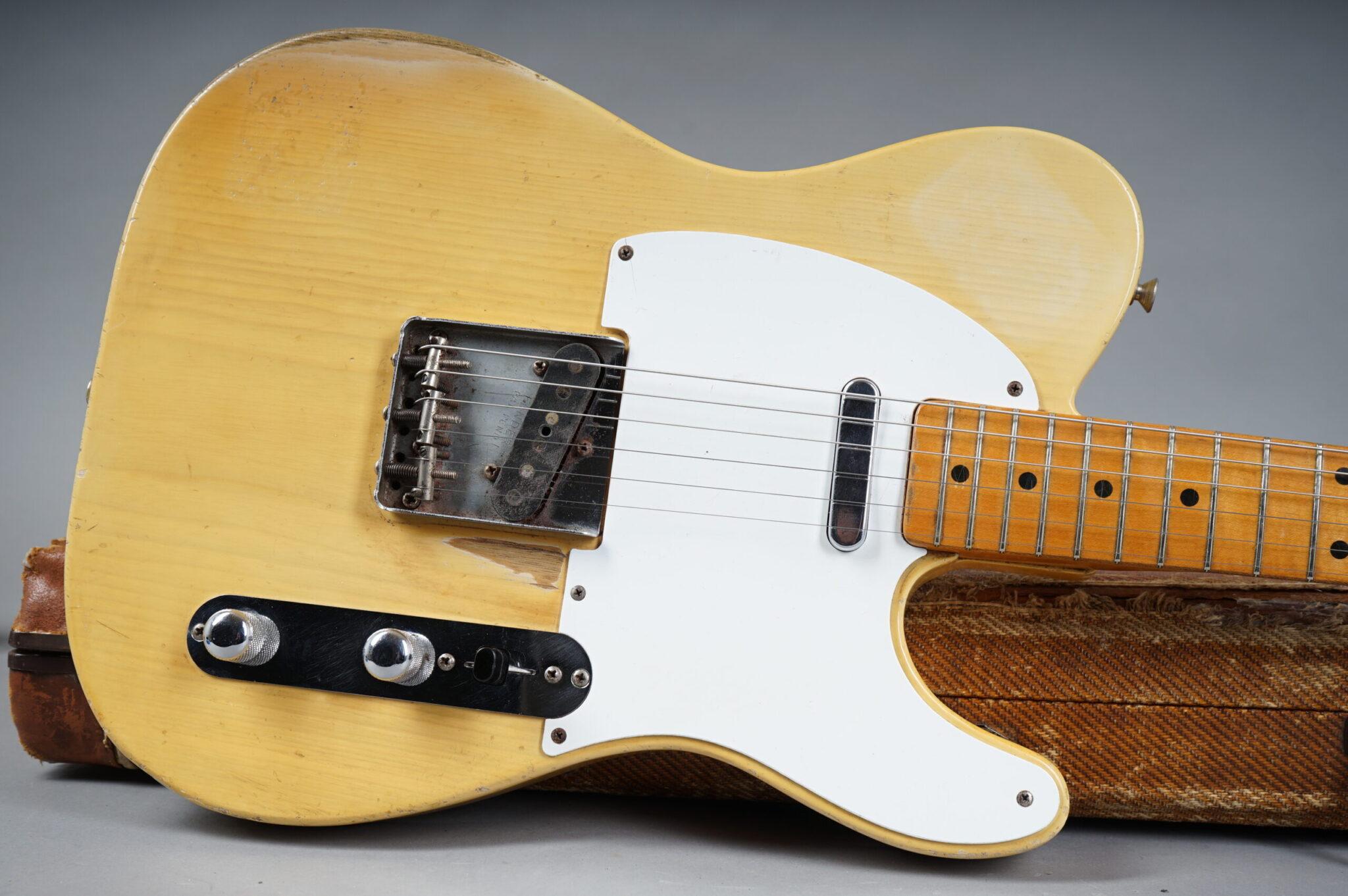 https://guitarpoint.de/app/uploads/products/1954-fender-telecaster-blond-8385/1954-Fender-Telecaster-Blond-8385-1-1-scaled-2048x1362.jpg