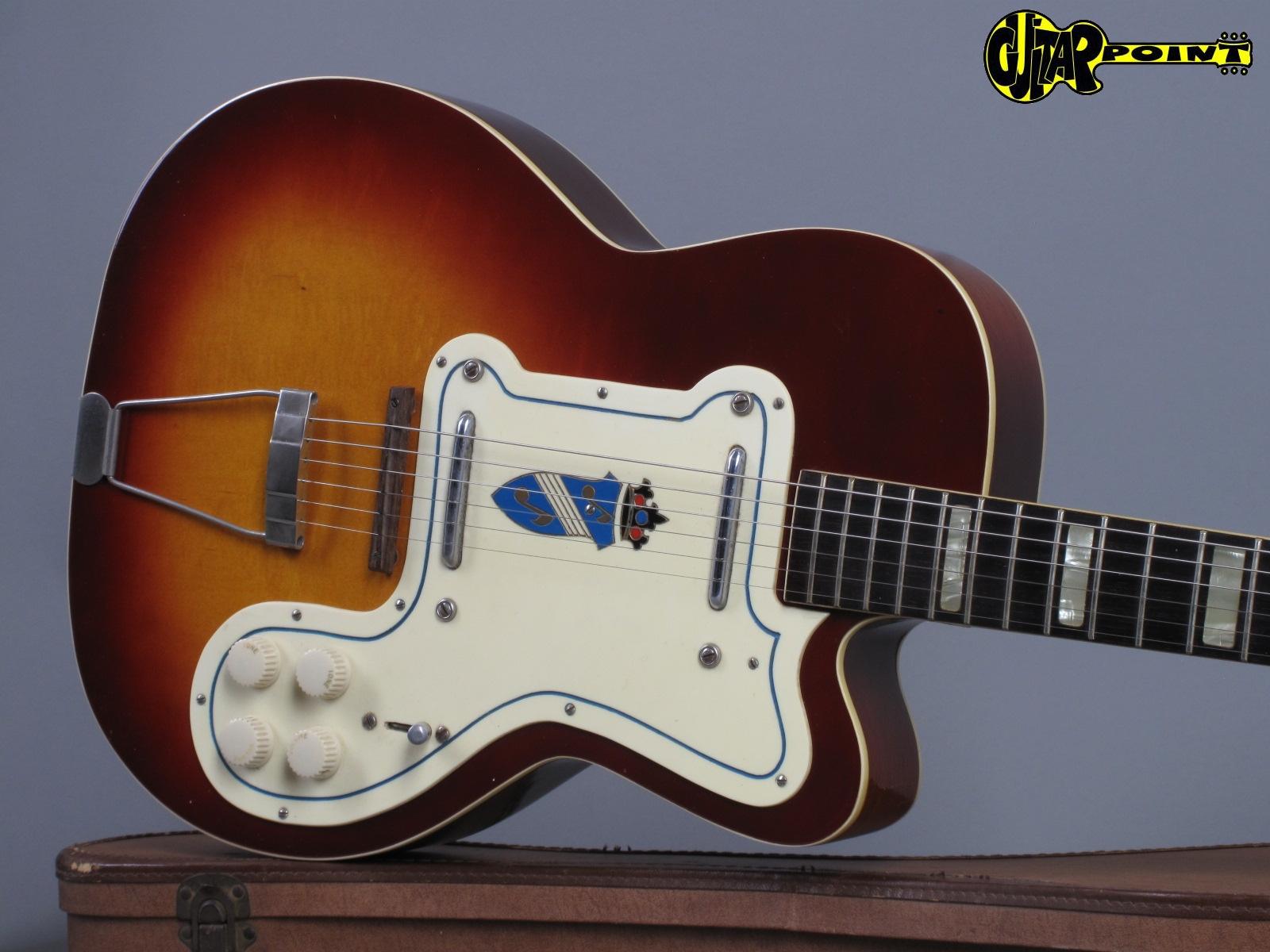 https://guitarpoint.de/app/uploads/products/1955-silvertone-1369l-jimmy-reed-thin-twin-sunburst/Silvertone55JReedSB_191.jpg