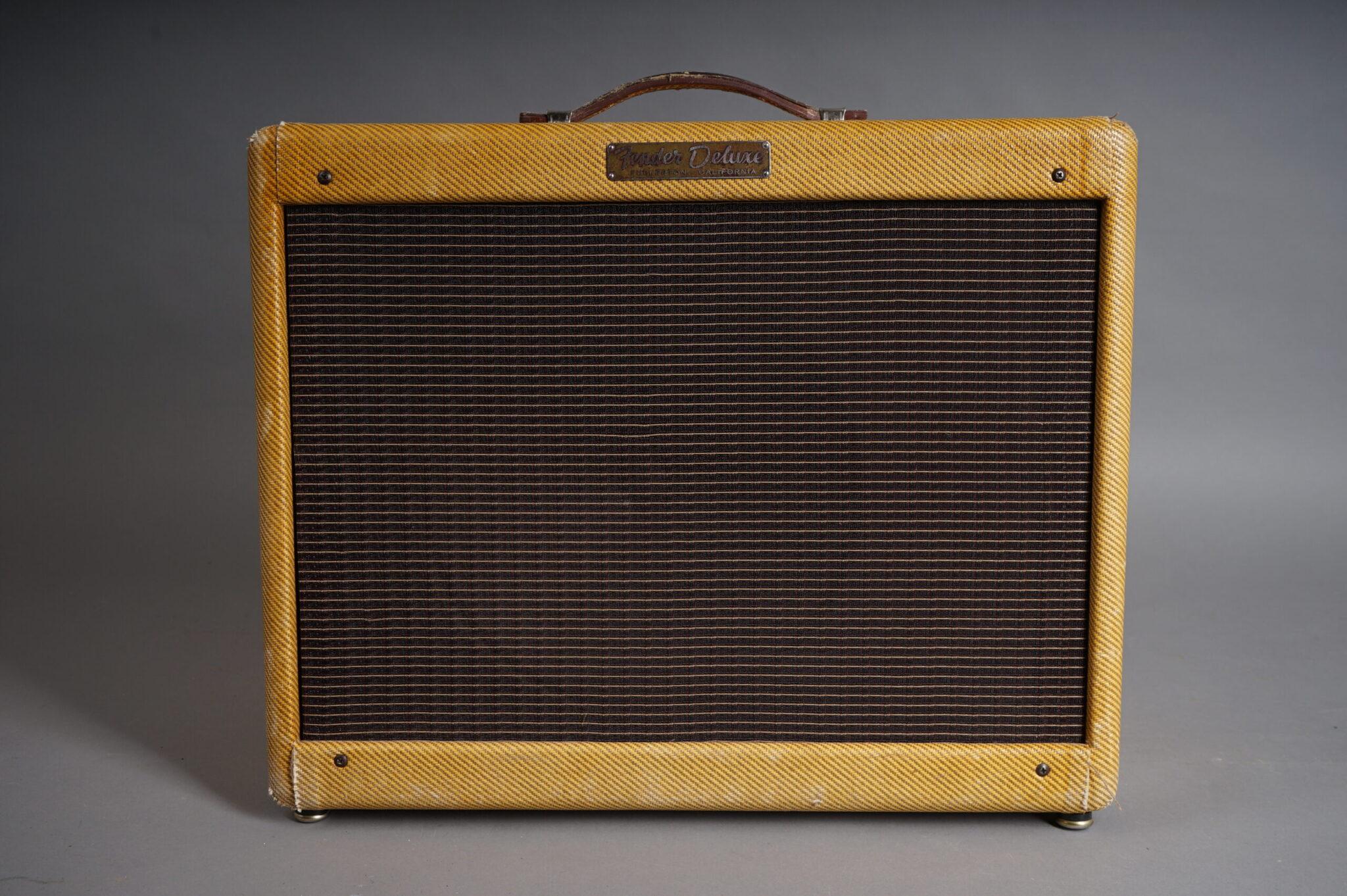https://guitarpoint.de/app/uploads/products/1957-fender-deluxe-5e3-amp-tweed/1957-Fender-Deluxe-5E3-D-03494-2-scaled-2048x1362.jpg