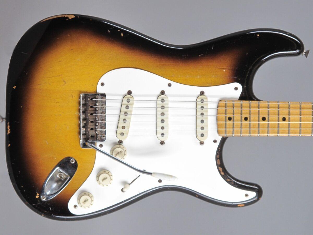 https://guitarpoint.de/app/uploads/products/1957-fender-stratocaster-2-tone-sunburst-only-329-kg/1957-Fender-Stratocaster-2-tone-Sunburst-17367_2q-1200x903.jpg