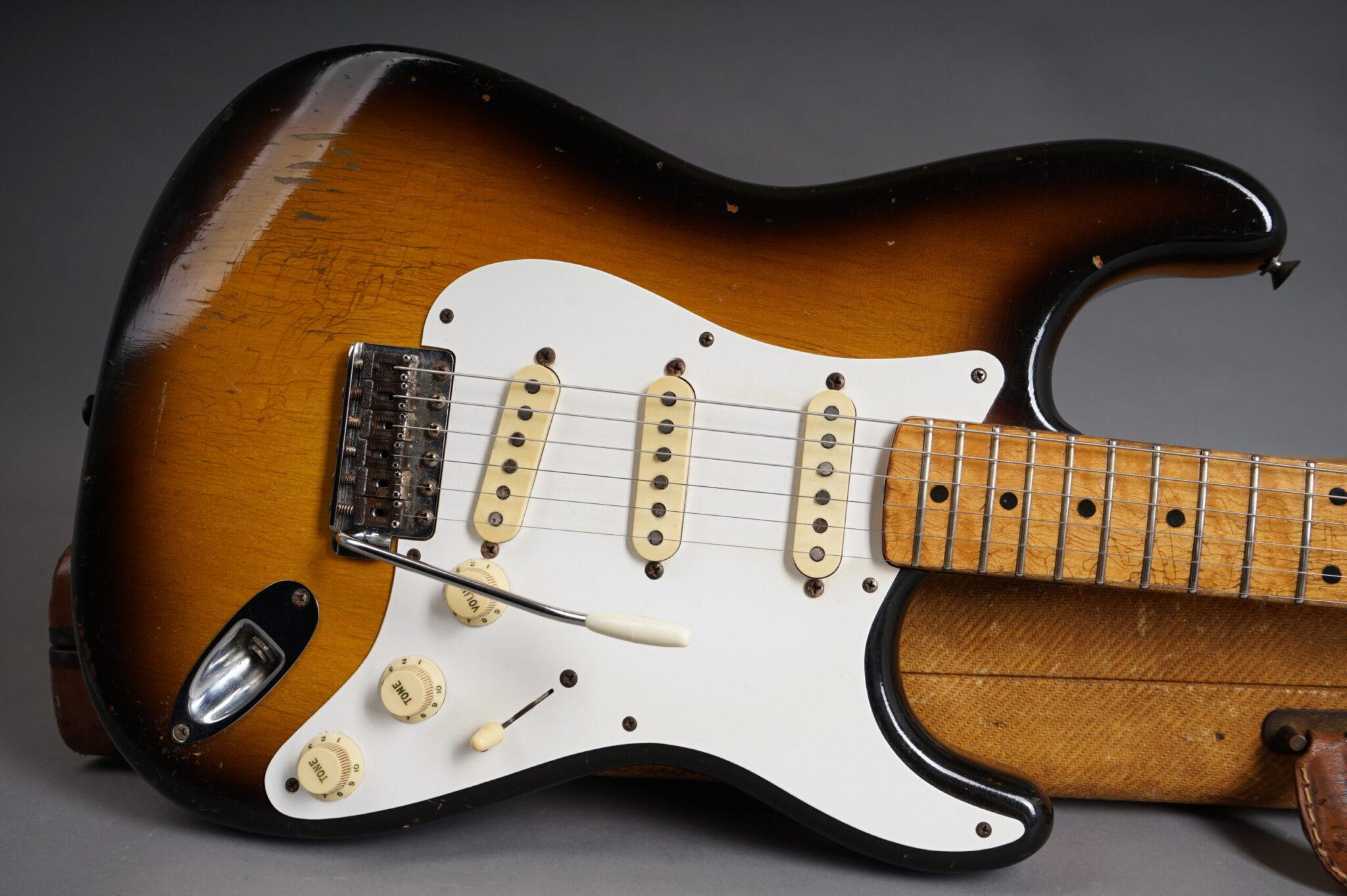 https://guitarpoint.de/app/uploads/products/1957-fender-stratocaster-sunburst-2/1957-Fender-Stratocaster-Sunburst-025762-9-scaled-2048x1362.jpg