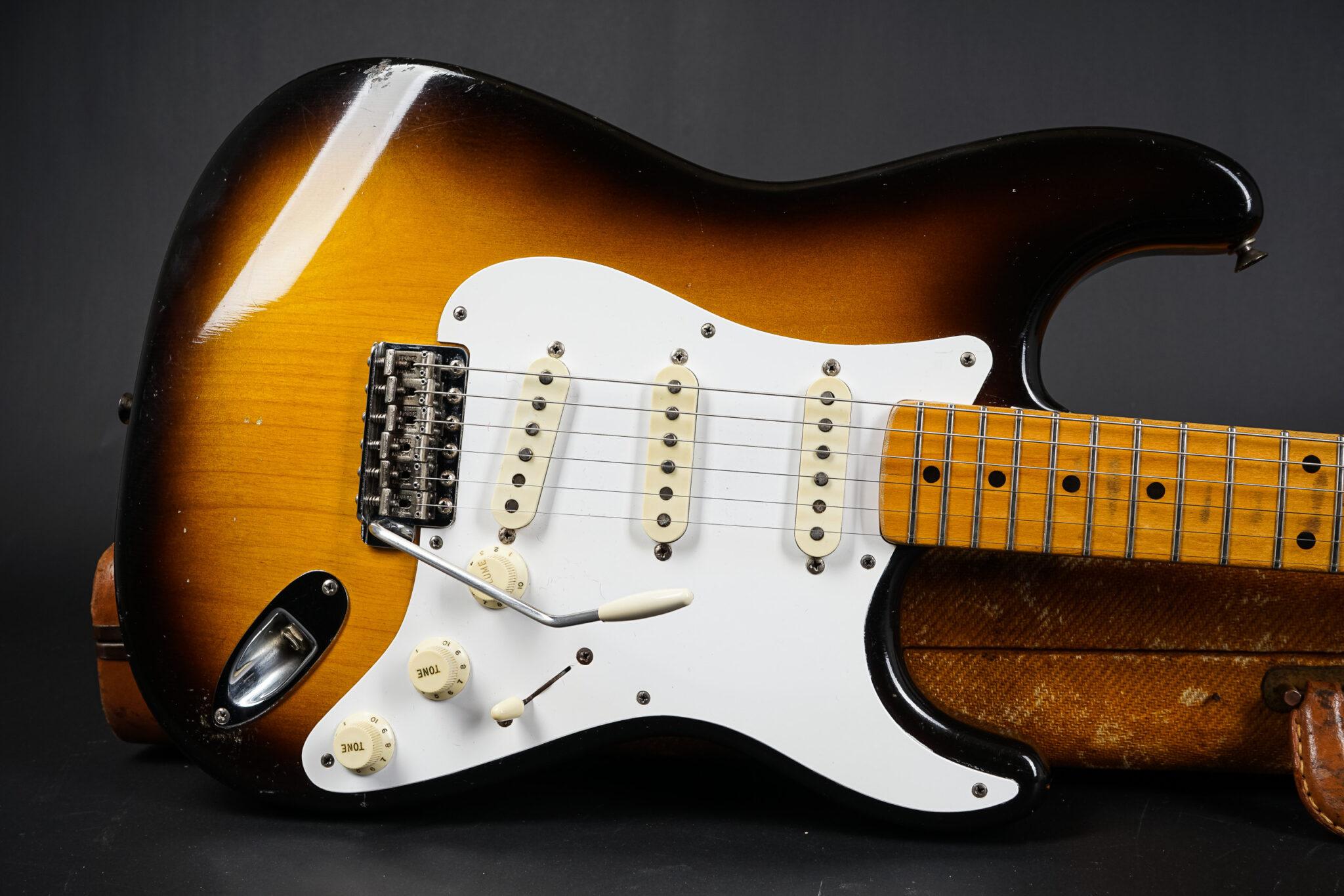 https://guitarpoint.de/app/uploads/products/1957-fender-stratocaster-sunburst-3/1957-Fender-Stratocaster-22677-9-2048x1366.jpg