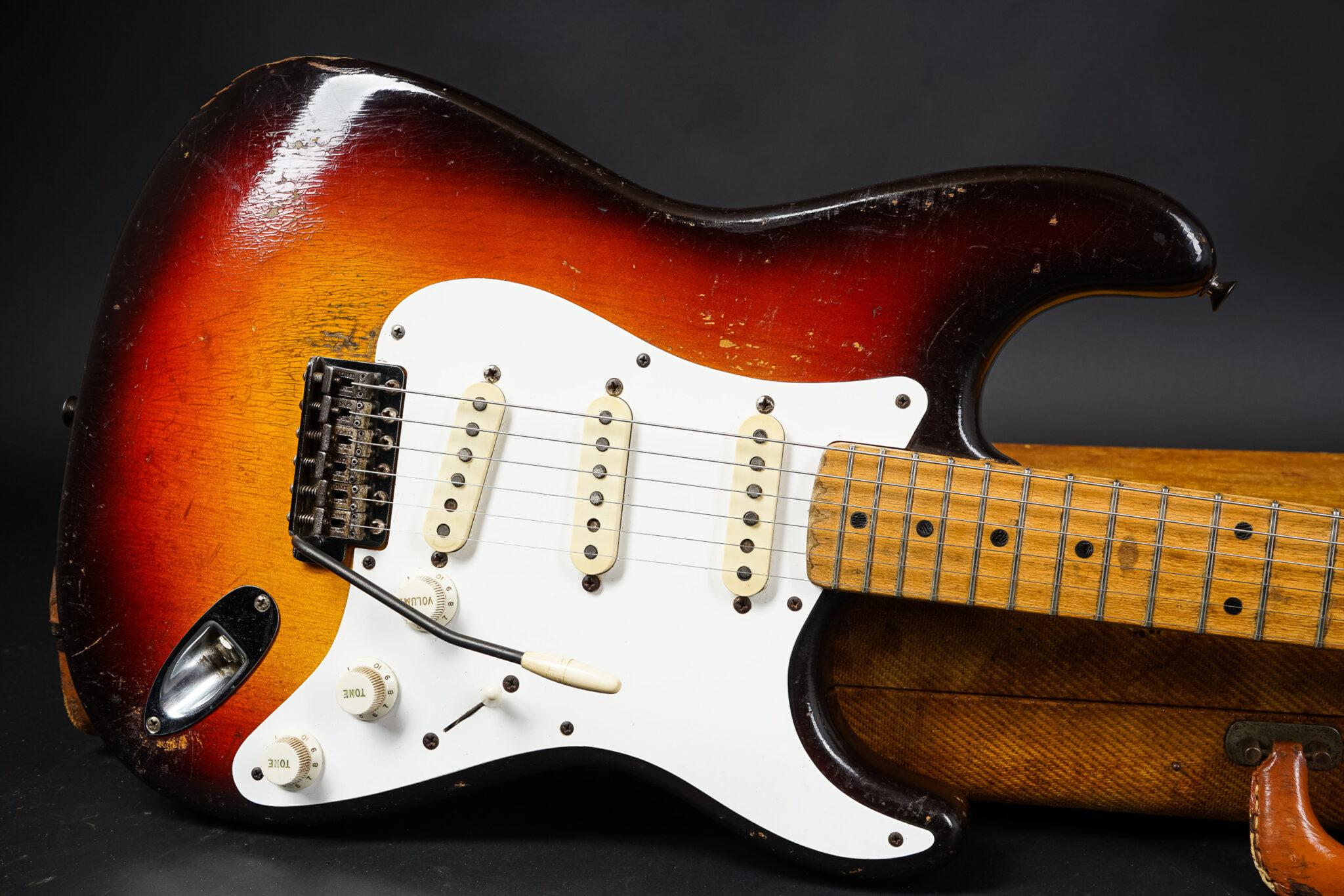 https://guitarpoint.de/app/uploads/products/1958-fender-stratocaster-sunburst-304kg/1958-Fender-Stratocaster-Sunburst-31283-9-2048x1366.jpg