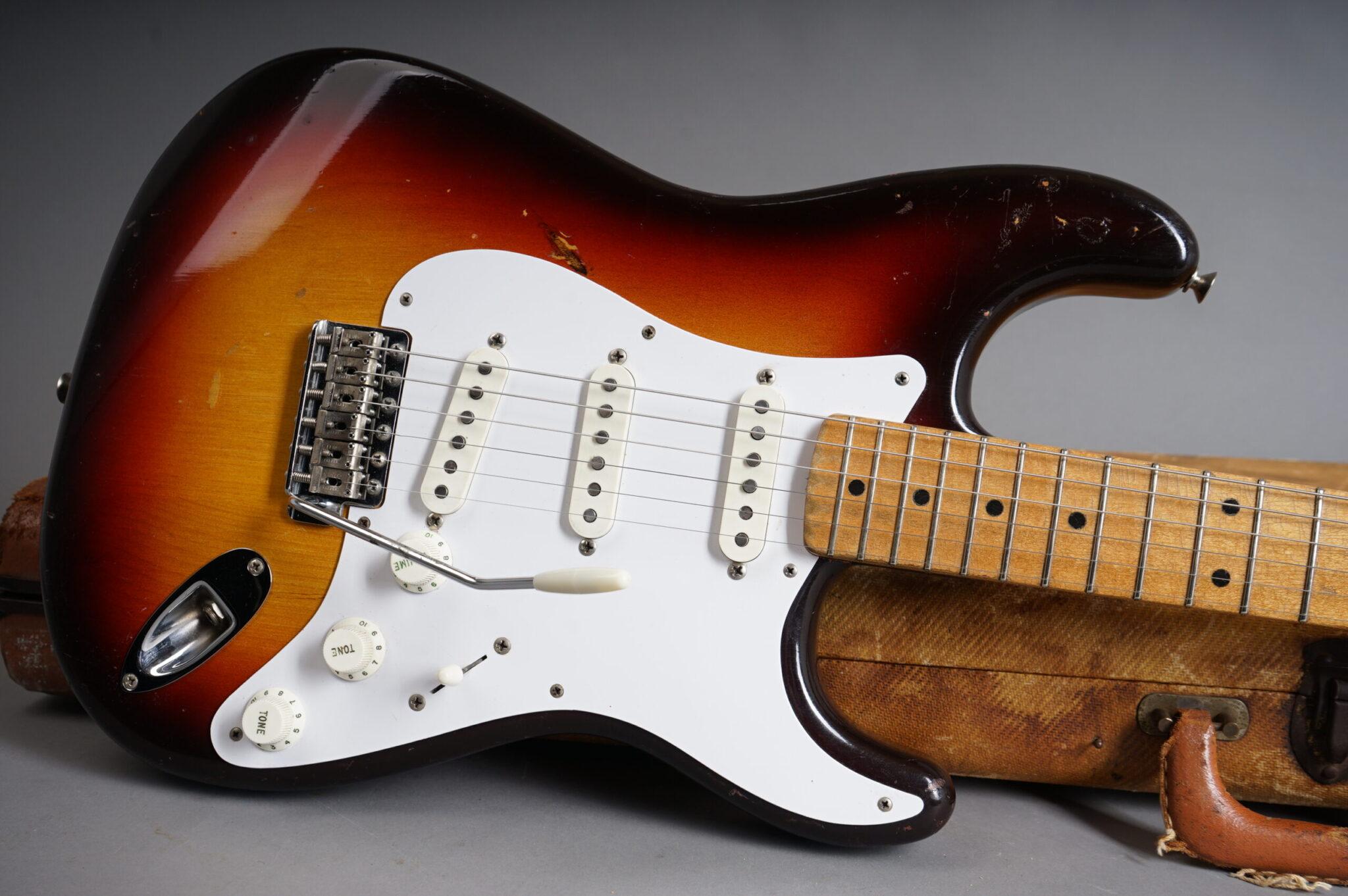 https://guitarpoint.de/app/uploads/products/1958-fender-stratocaster-sunburst/1958-Fender-Stratocaster-Sunburst-027789-9-scaled-2048x1362.jpg