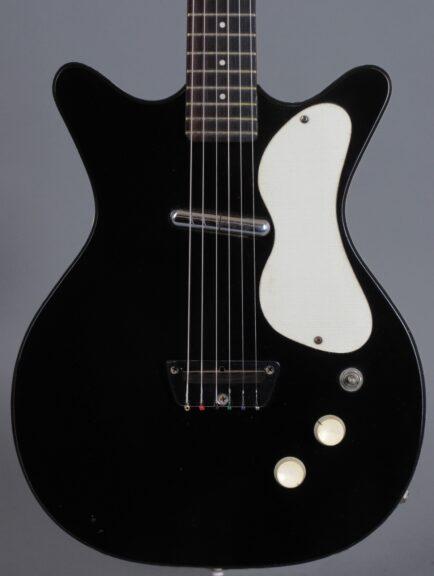 https://guitarpoint.de/app/uploads/products/1959-danelectro-3011-standard-doublecut-black/1959-Danelectro-DC-2-Black_2-434x576.jpg