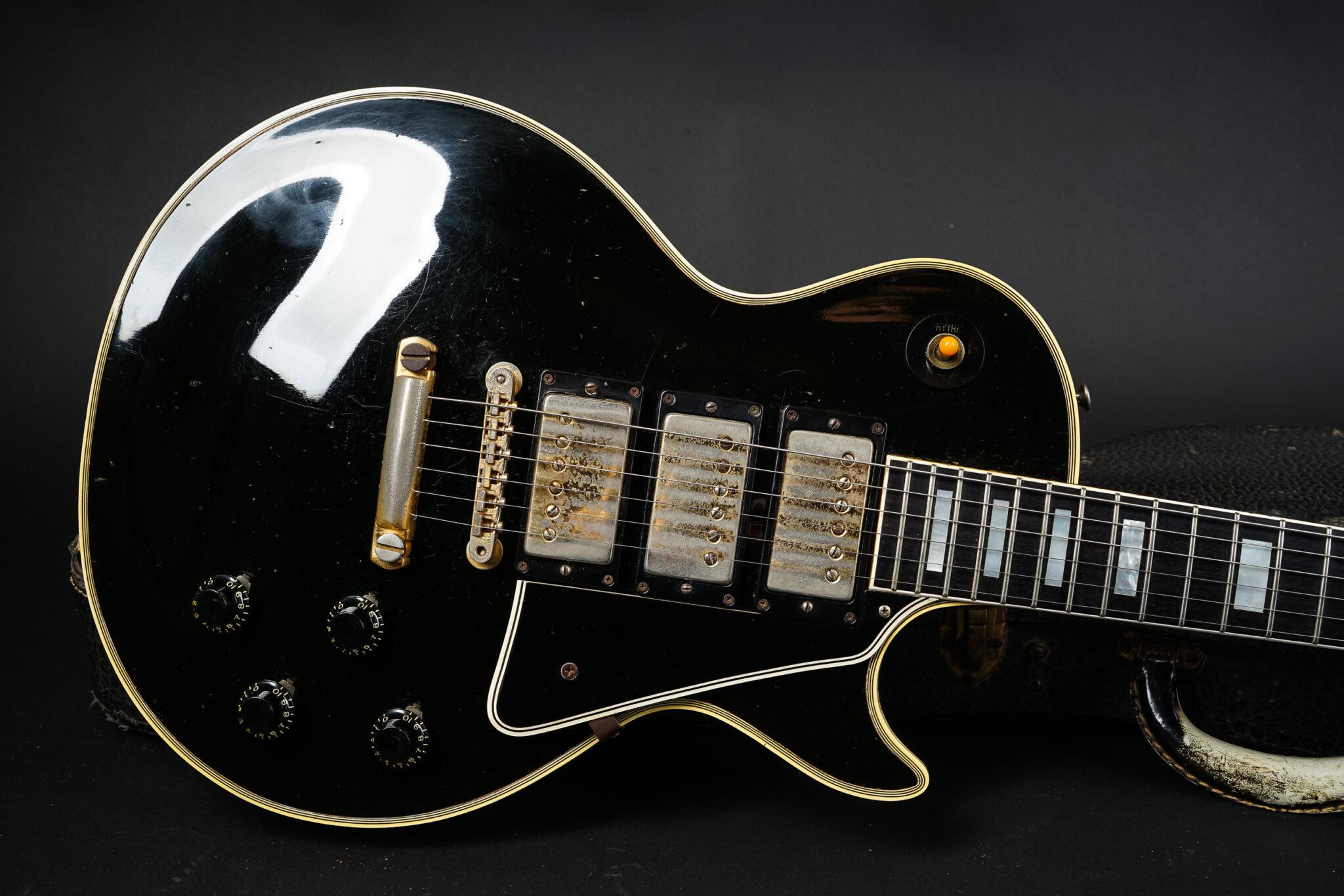 https://guitarpoint.de/app/uploads/products/1959-gibson-les-paul-custom-black-beauty/1959-Gibson-Les-Paul-Custom-Ebony-91722-10-2048x1366.jpg