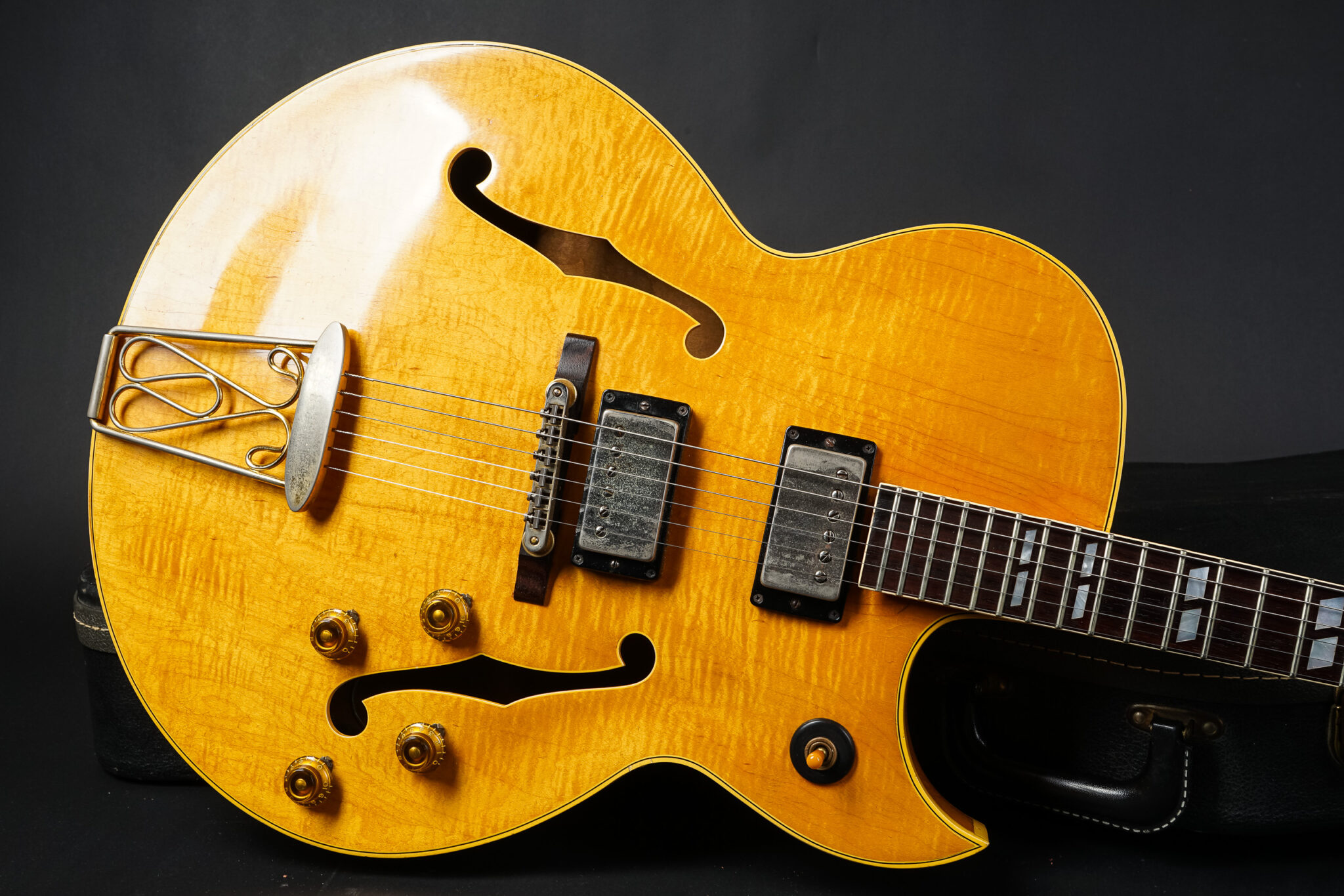 https://guitarpoint.de/app/uploads/products/1960-gibson-es-350t-natural/1960-Gibson-ES-350-Natural-8-2048x1366.jpg