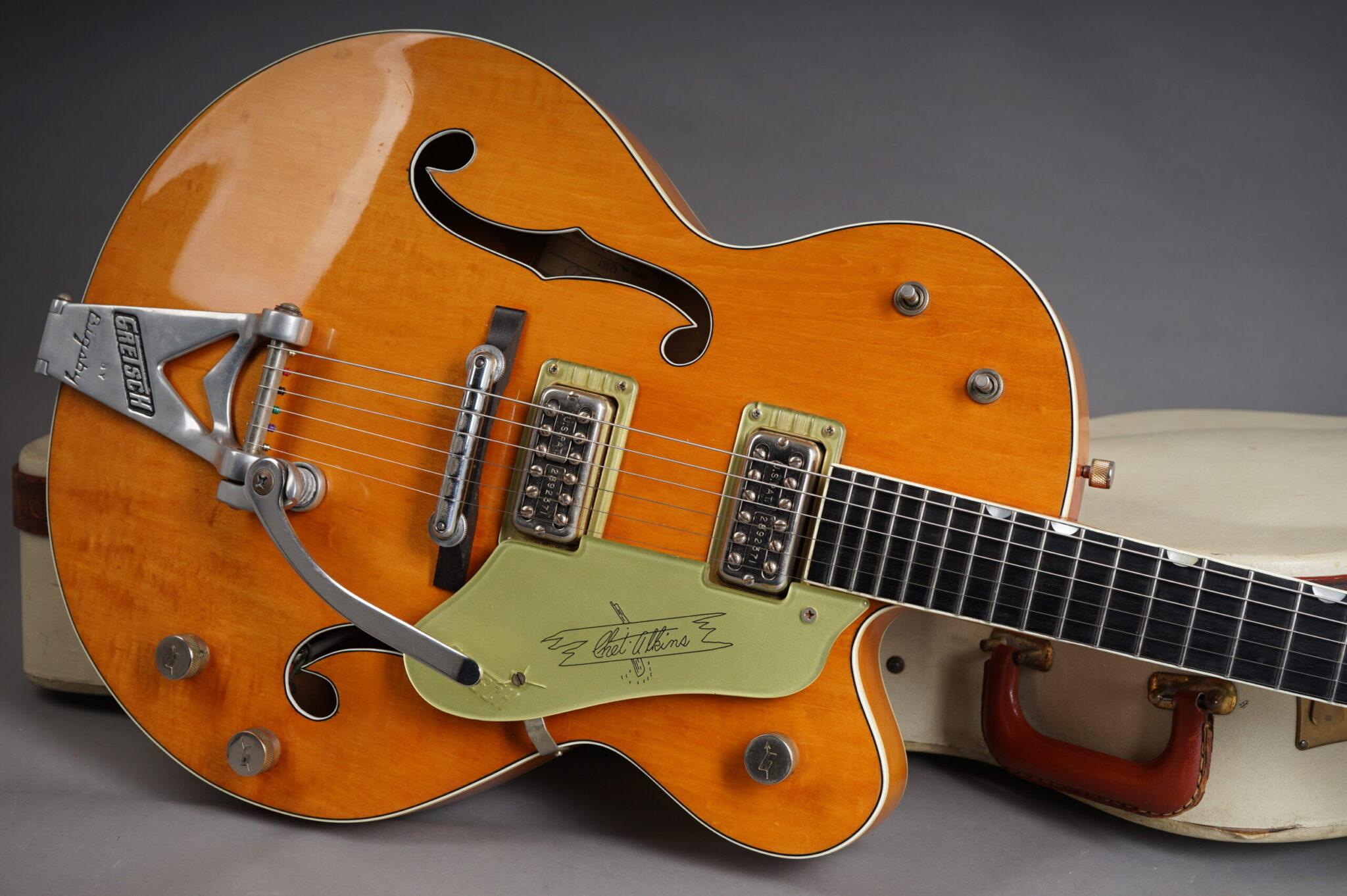 https://guitarpoint.de/app/uploads/products/1961-gretsch-6120/1961-Gretsch-6120-Orange-42367-9-scaled-2048x1362.jpg