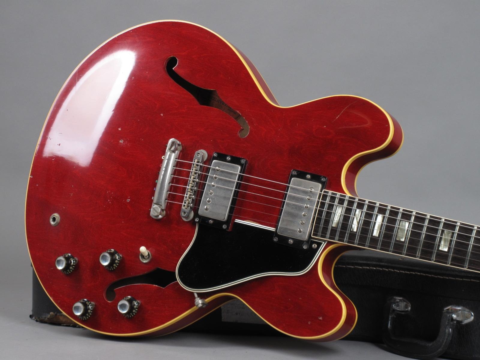 https://guitarpoint.de/app/uploads/products/1962-gibson-es-335-tdc-72865/1962-Gibson-ES-335-TDC-Cherry-72865-19.jpg