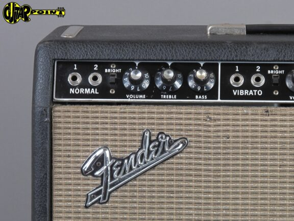 https://guitarpoint.de/app/uploads/products/1963-fender-concert-4x10-tube-amp-blackface/Fender63ConcertA00285x_3-576x432.jpg