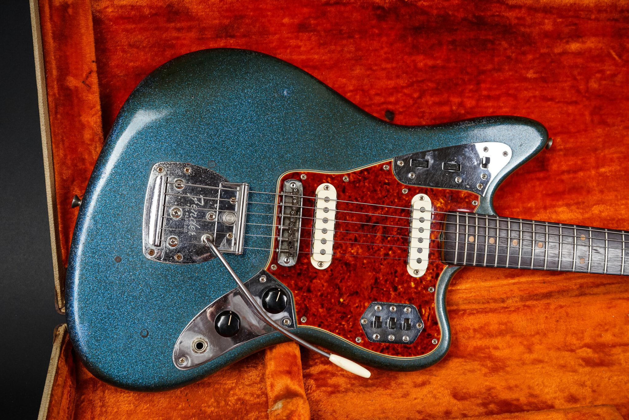 https://guitarpoint.de/app/uploads/products/1963-fender-jaguar-blue-sparkle-refin/1963-Fender-Jaguar-Refin-L111512-14-2048x1366.jpg