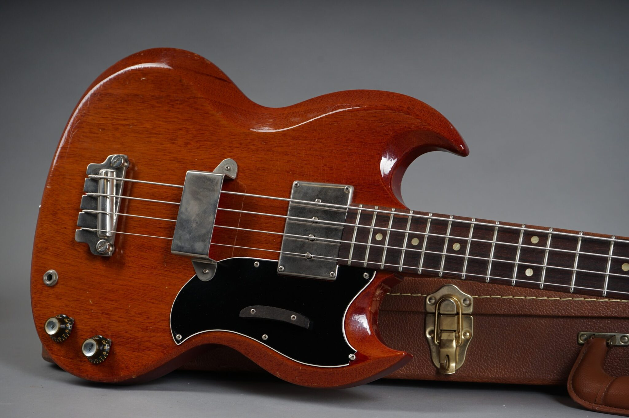 https://guitarpoint.de/app/uploads/products/1963-gibson-eb-0-bass-cherry/1963-Gibson-EB-0-Cherry-123817-19-scaled-2048x1362.jpg