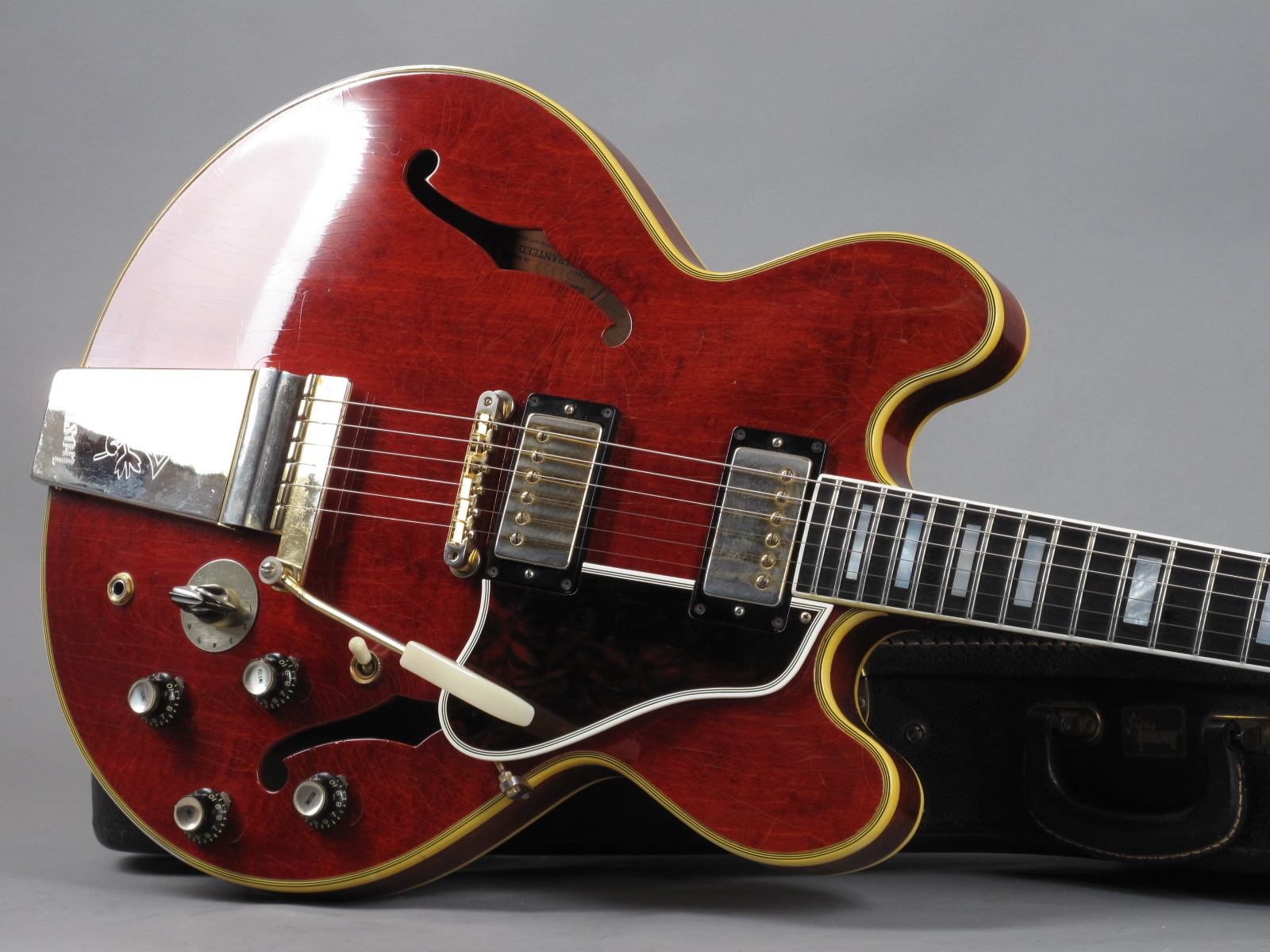 https://guitarpoint.de/app/uploads/products/1963-gibson-es-355-tdsv-cherry/1963-Gibson-ES-355-TDSV-Cherry-51355_19.jpg