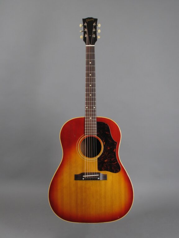 https://guitarpoint.de/app/uploads/products/1963-gibson-j-45-sunburst/1963-Gibson-J-45-Cherry-Sunburst-120522-1-576x768.jpg