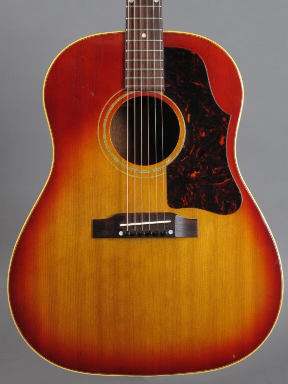 https://guitarpoint.de/app/uploads/products/1963-gibson-j-45-sunburst/1963-Gibson-J-45-Cherry-Sunburst-120522-2-576x768.jpg