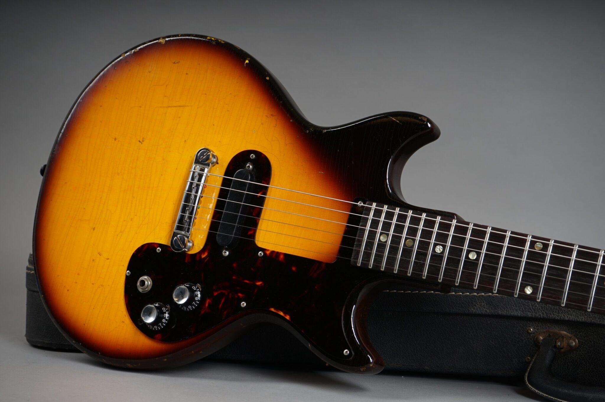 https://guitarpoint.de/app/uploads/products/1964-epiphone-olympic-sunburst/1964-Epiphone-Olympic-Sunburst-205752-19-scaled-2048x1362.jpg