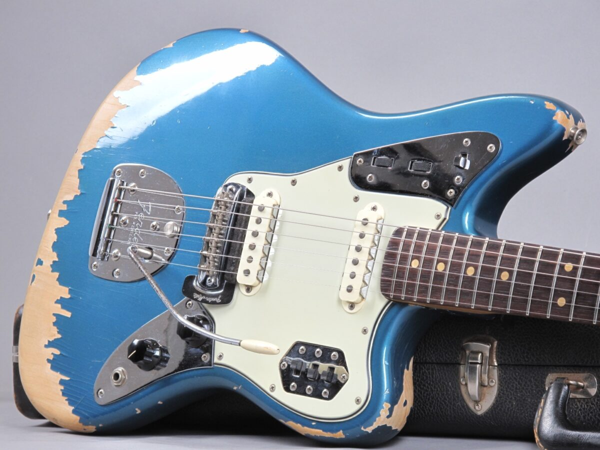 https://guitarpoint.de/app/uploads/products/1964-fender-jaguar-lake-placid-blue/1964-Fender-Jaguar-Lake-Placid-Blue-L27443_19-1200x900.jpg