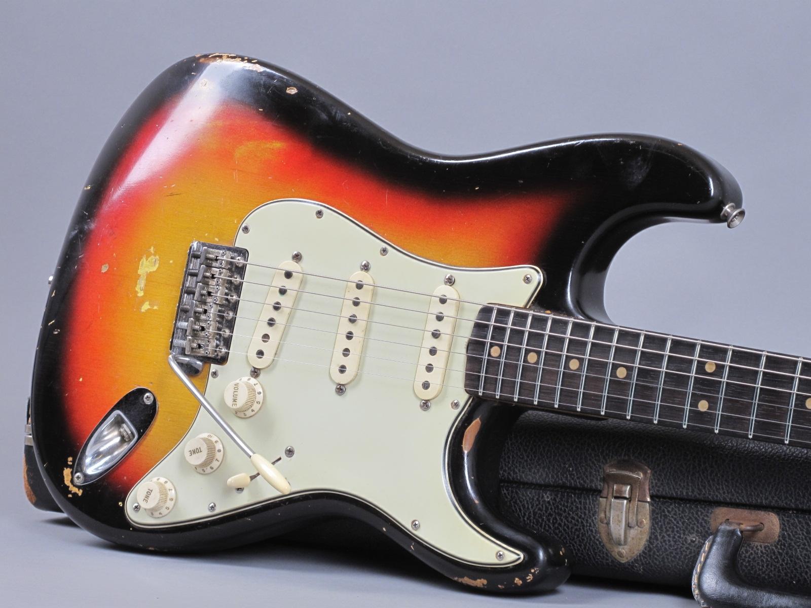 https://guitarpoint.de/app/uploads/products/1964-fender-stratocaster-3-tone-sunburst-3/1964-Fender-Stratocaster-3-tone-Sunburst-L38949_191.jpg