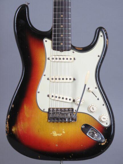 https://guitarpoint.de/app/uploads/products/1964-fender-stratocaster-3-tone-sunburst-3/1964-Fender-Stratocaster-3-tone-Sunburst-L38949_2_1-432x576.jpg