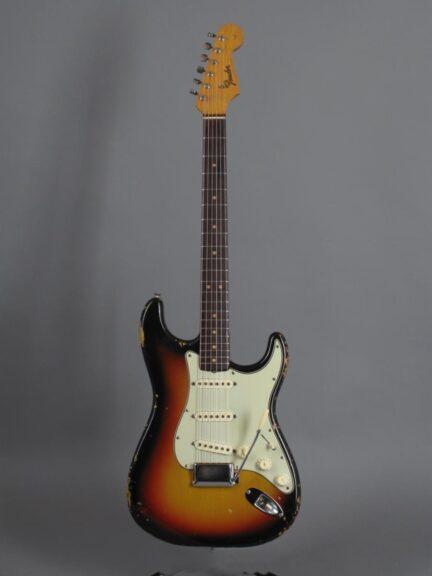 https://guitarpoint.de/app/uploads/products/1964-fender-stratocaster-3-tone-sunburst-5/1964-Fender-Strat-3tSB-_L63943_1-432x576.jpg