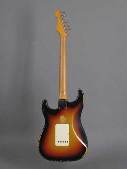 https://guitarpoint.de/app/uploads/products/1964-fender-stratocaster-3-tone-sunburst-5/1964-Fender-Strat-3tSB-_L63943_3-432x576.jpg