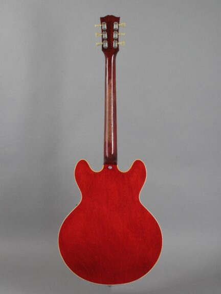 https://guitarpoint.de/app/uploads/products/1964-gibson-es-335-td-cherry/1964-Gibson-ES-335-TD-Cherry-177387_3-432x576.jpg