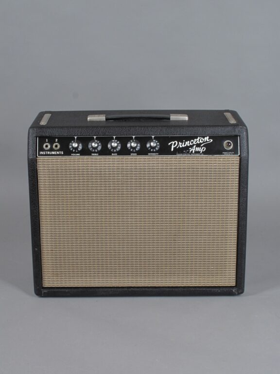 https://guitarpoint.de/app/uploads/products/1965-fender-princeton-blackface/1965-Fender-Princeton-A02476-1-576x768.jpg}