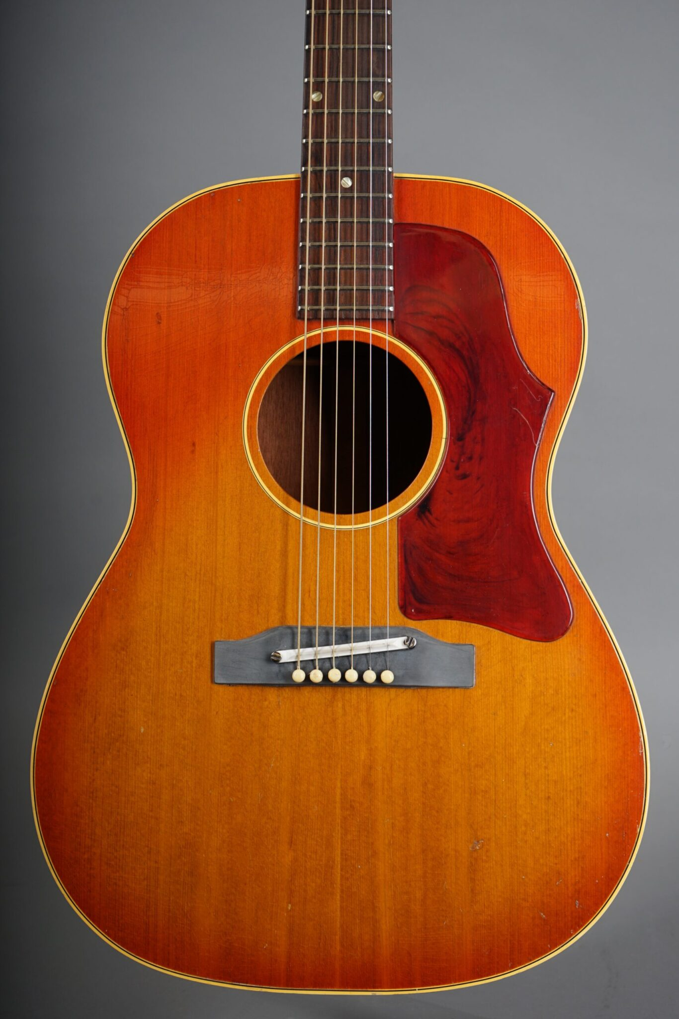 https://guitarpoint.de/app/uploads/products/1965-gibson-b-25-sunburst-3/1965-Gibson-B-25-Cherry-Sunburst-260713-2-scaled-1366x2048.jpg