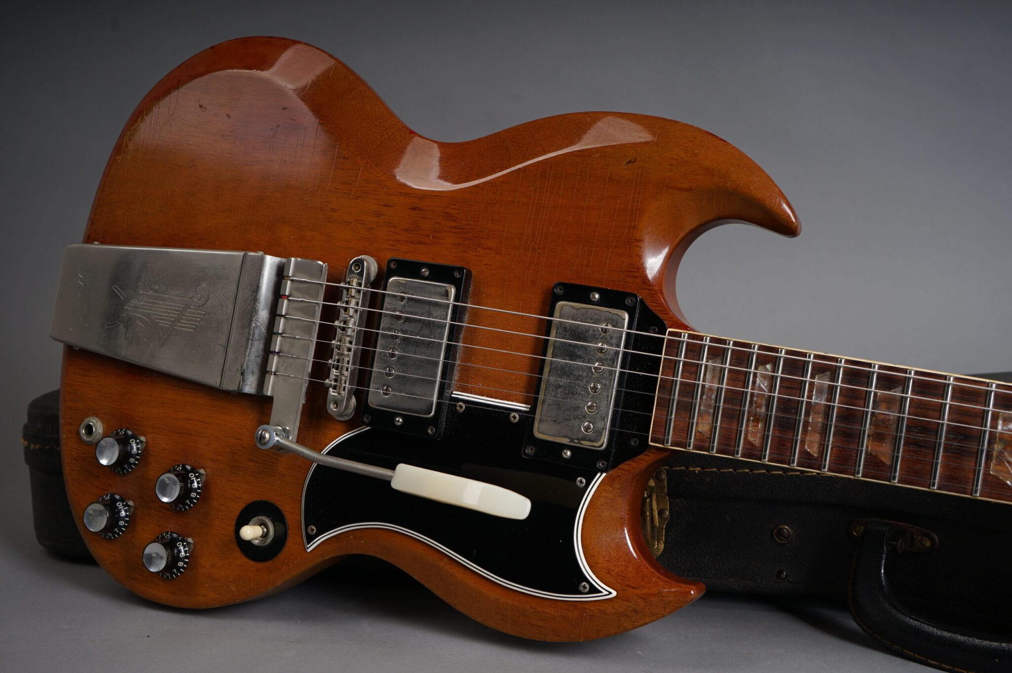 https://guitarpoint.de/app/uploads/products/1965-gibson-sg-standard-cherry-all-1964-specs/1965-Gibson-SG-Standard-275561-9-scaled-2048x1362.jpg