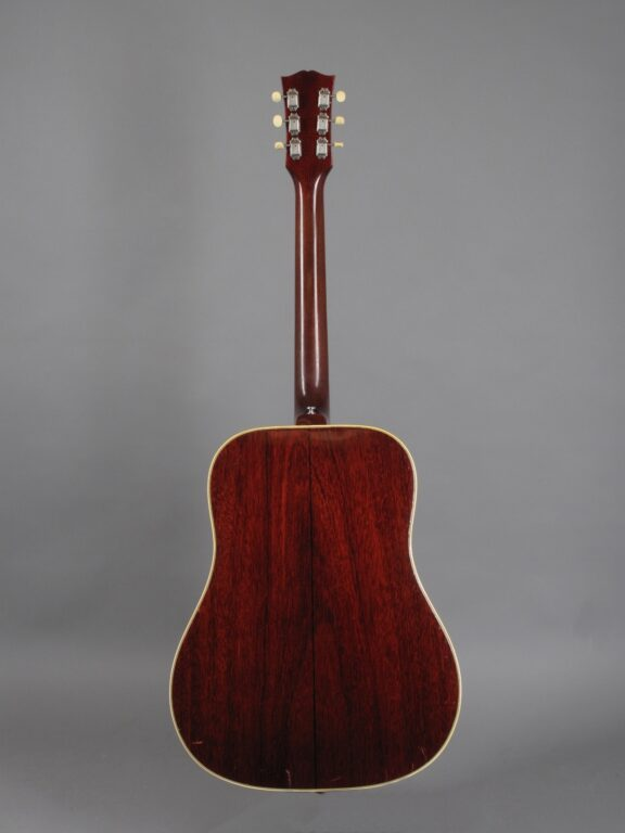 https://guitarpoint.de/app/uploads/products/1965-gibson-southern-jumbo-sunburst/1965-Gibson-SJ-Sunburst-317762-3-576x768.jpg