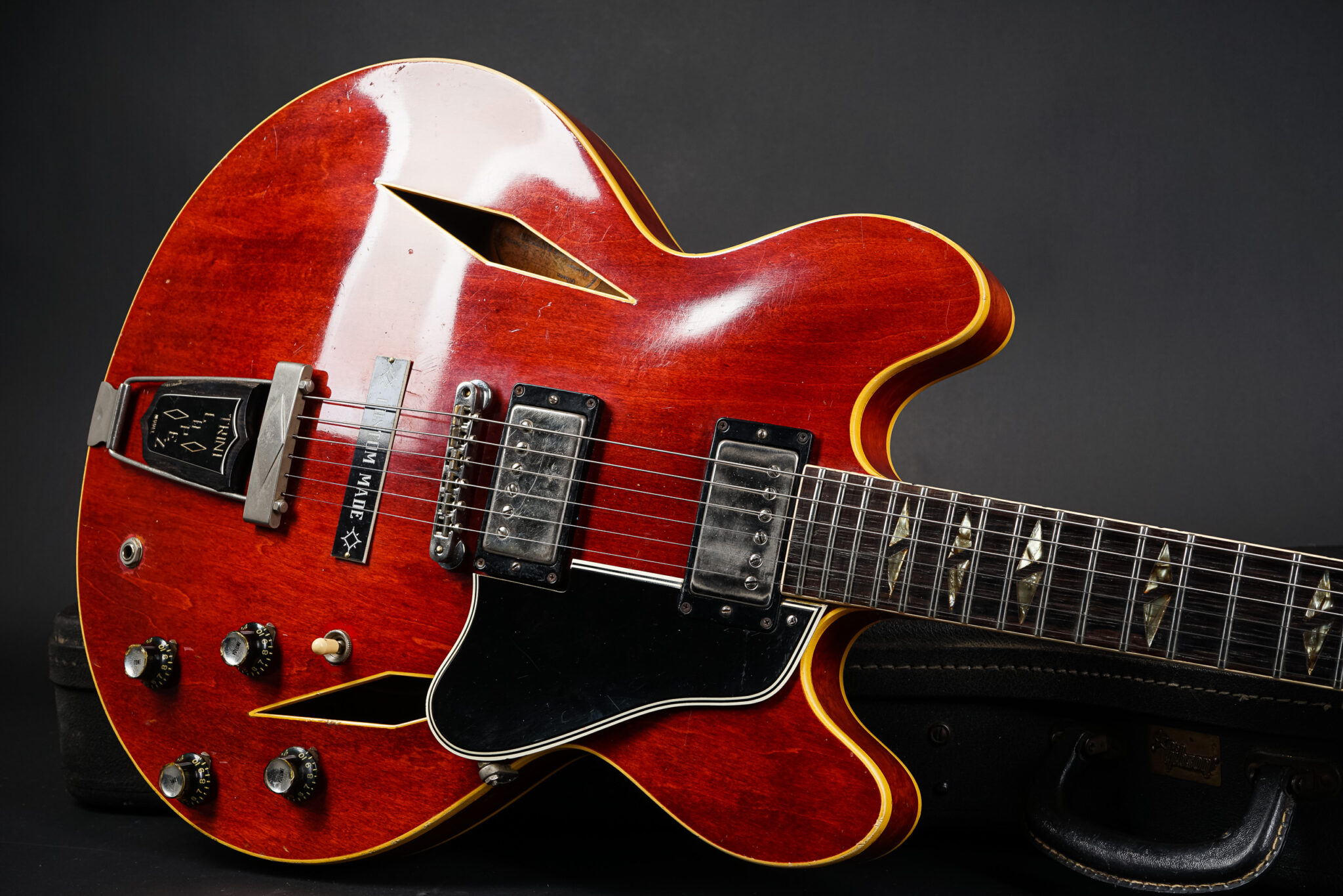 https://guitarpoint.de/app/uploads/products/1965-gibson-trini-lopez-standard-cherry/1965-Gibson-Trini-Lopez-Model-Cherry-8-2048x1366.jpg