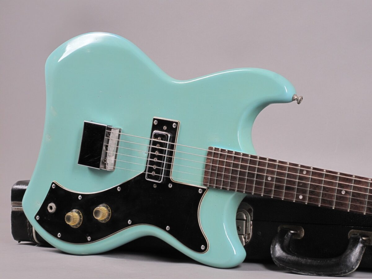 https://guitarpoint.de/app/uploads/products/1965-guild-s50-jetstar-teal-green/1965-Guild-Jetstar-S-50-34812_19-1200x900.jpg