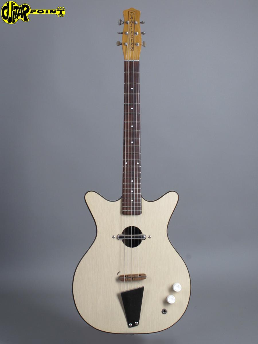 https://guitarpoint.de/app/uploads/products/1966-danelectro-convertible-white/Danelectro1961Convertible4012_1.jpg