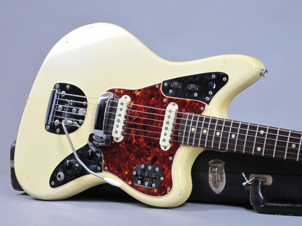 https://guitarpoint.de/app/uploads/products/1966-fender-jaguar-olympic-white-1963-neck/1966-Fender-Jaguar-Olympic-White-137536_19-1200x900.jpg