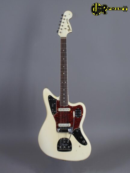 https://guitarpoint.de/app/uploads/products/1966-fender-jaguar-olympic-white/Fender66JagOW127595_1-432x576.jpg