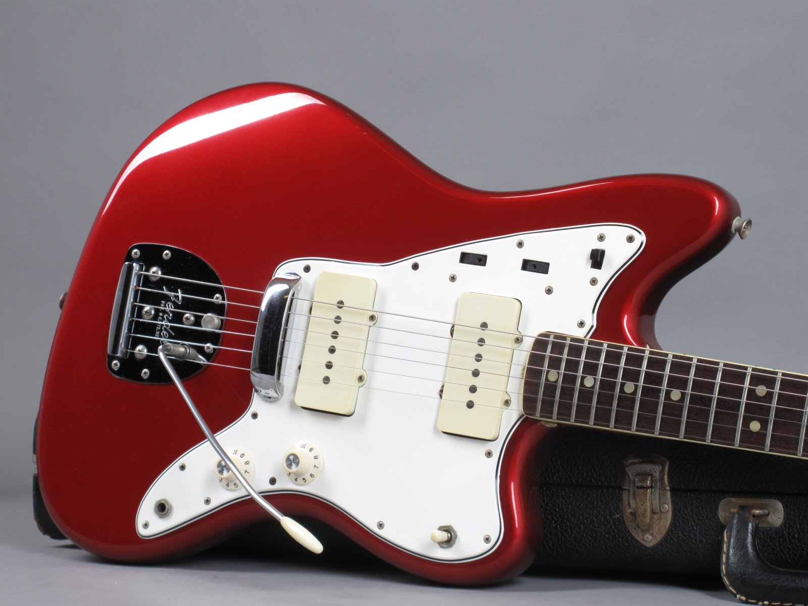 https://guitarpoint.de/app/uploads/products/1966-fender-jazzmaster-candy-apple-red-exc/1966-Fender-Jazzmaster-Candy-Apple-Red-130594-19.jpg