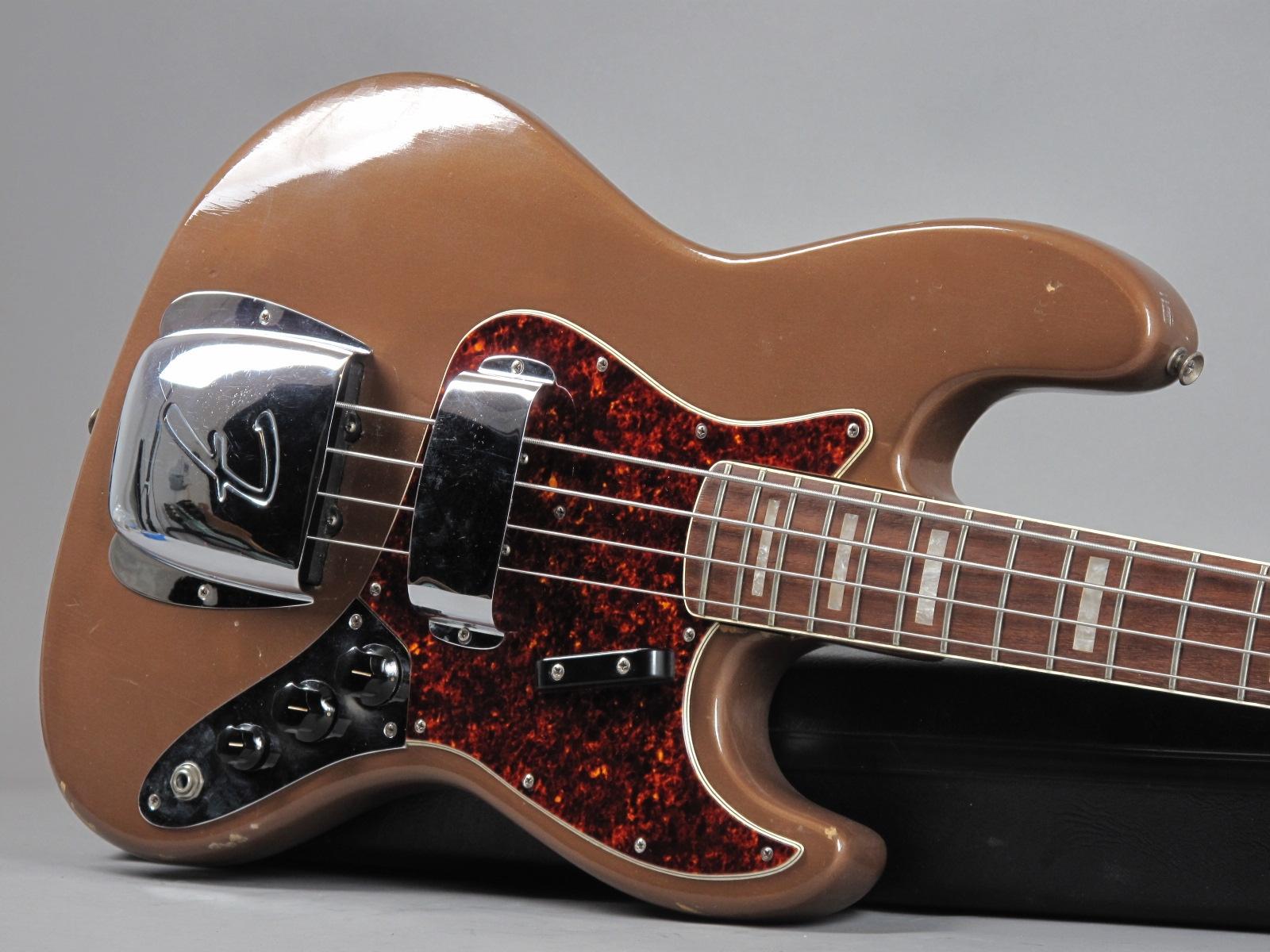 https://guitarpoint.de/app/uploads/products/1967-fender-jazz-bass-fire-mist-gold-refin-2/1967-Fender-Jazz-Bass-Shoreline-Gold-216555_10.jpg