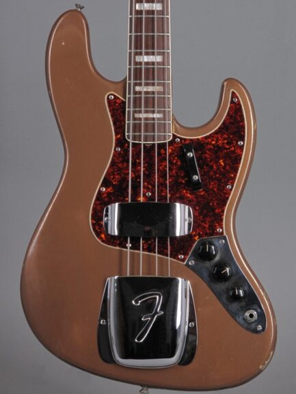 https://guitarpoint.de/app/uploads/products/1967-fender-jazz-bass-fire-mist-gold-refin-2/1967-Fender-Jazz-Bass-Shoreline-Gold-216555_2-433x576.jpg